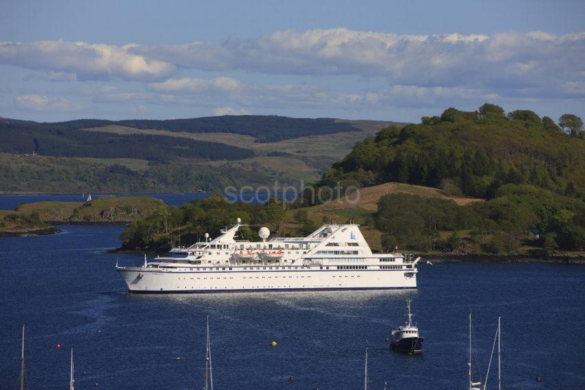 Cruise Liner Tobermory Bay