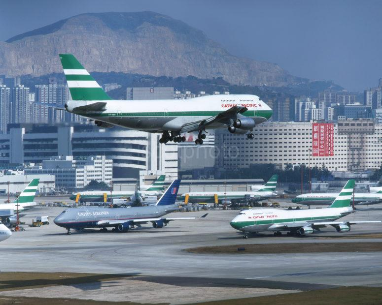 747 300 Lands At Kai Tak With Other 747s In View HK