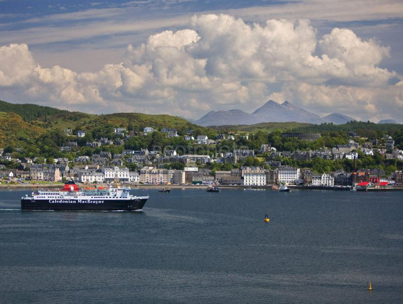 I5D6052 Oban From Kerrera With Isle Of Mull Ferry