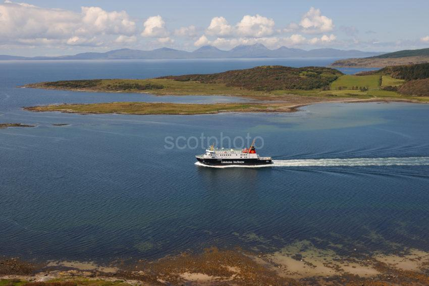 DSC 2104 Best Picture Of MV Finlaggan Passing Ardpatrick And Jura