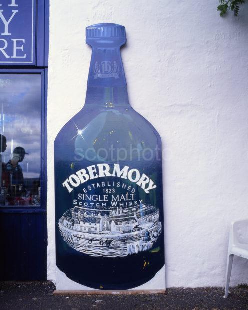 Tobermory Whisky Outside Tour Shop