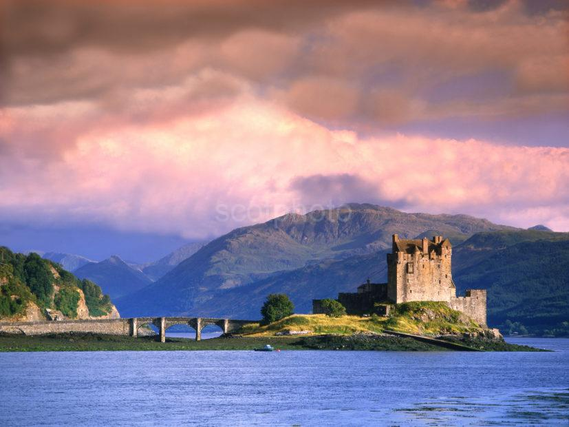 C84 Eilean Donan Castle Evening Light
