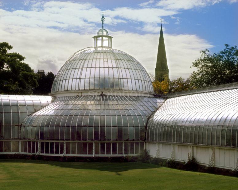 The Kibble Palace Glasshouse In The Botanical Gardens Glasgow