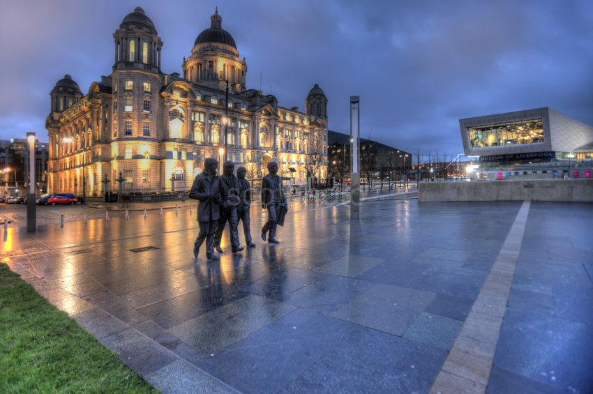 0I5D8550 BEATLES STATUES AND PORT OF LIVERPOOL BUILDING AND MUSEUM PIER HEAD