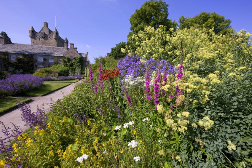 0I5D9949 Cawder Castle From Beautiful Gardens