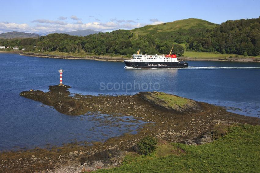 I5D2871 MV Finlaggan Passes Dunollie Castle And Red Lady