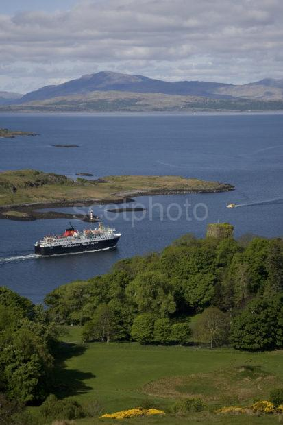 3X8G0039 Isle Of Mull Ferry And Dunollie Castle