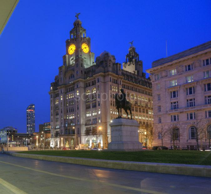 0I5D8448 THE LIVER BUILDING FROM LIVERPOOL FROM PIER HEAD