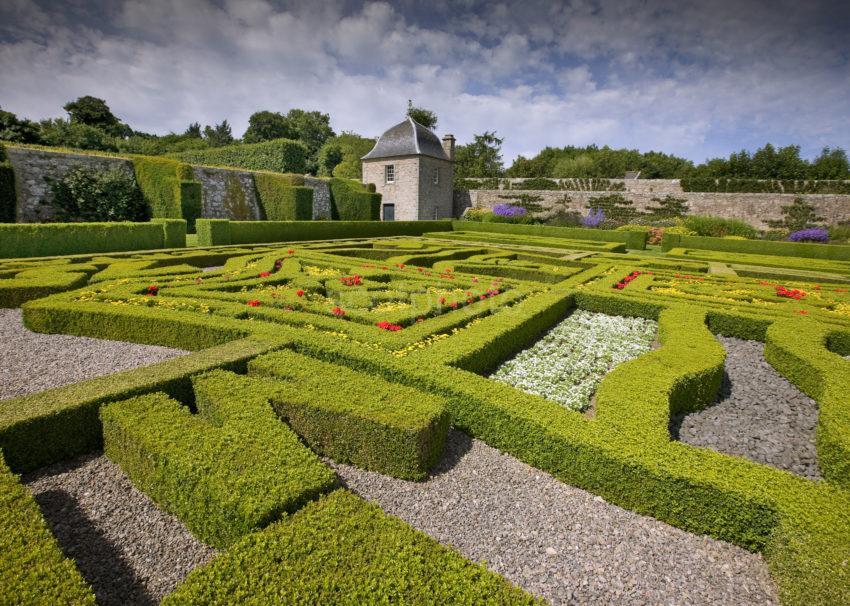 0I5D0216 Pitmeddon Gardens Aberdeenshire