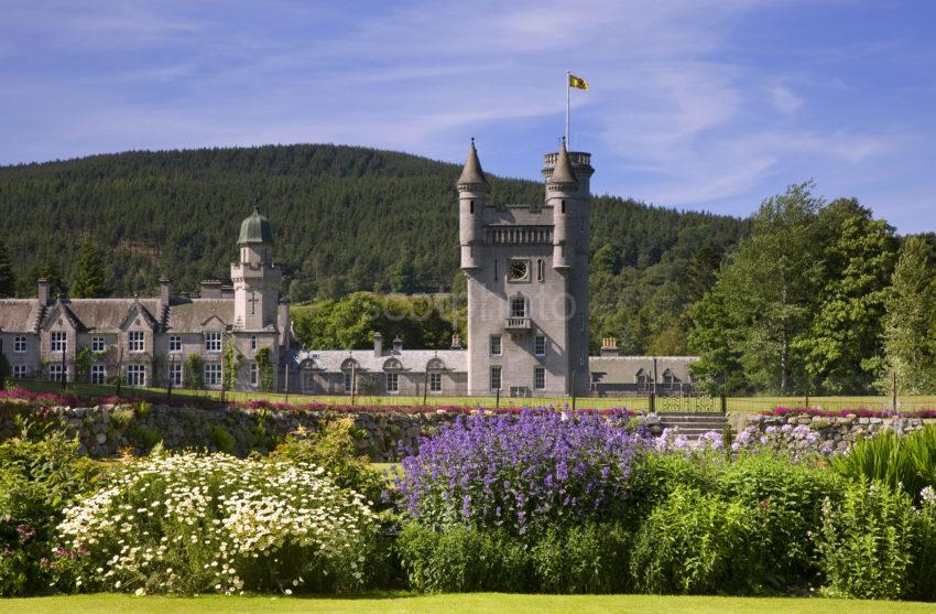 0I5D0115 Balmoral Castle From Gardens