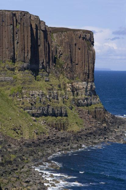 WY3Q8438 Volcanic And Sedimentary Rocks Nr Kilt Rock Skye