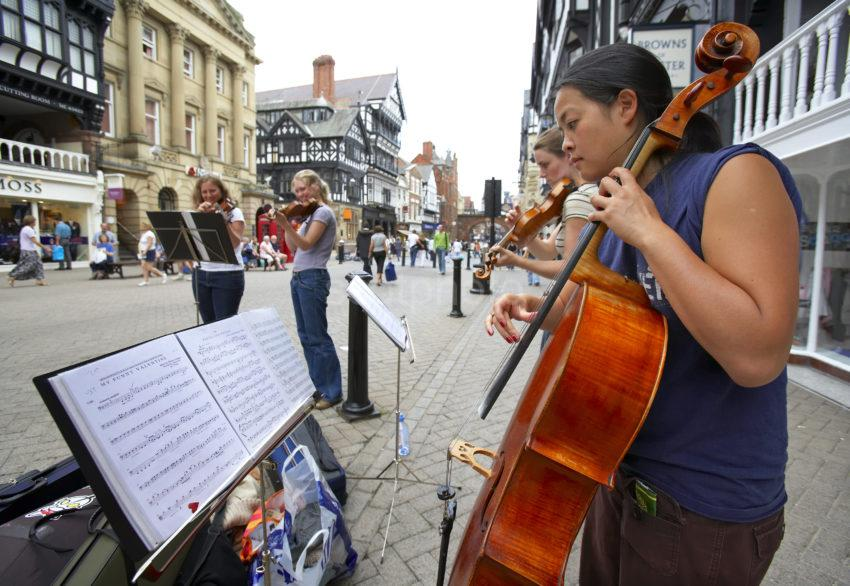 3830 Musicians Play In Eastgate St Chester