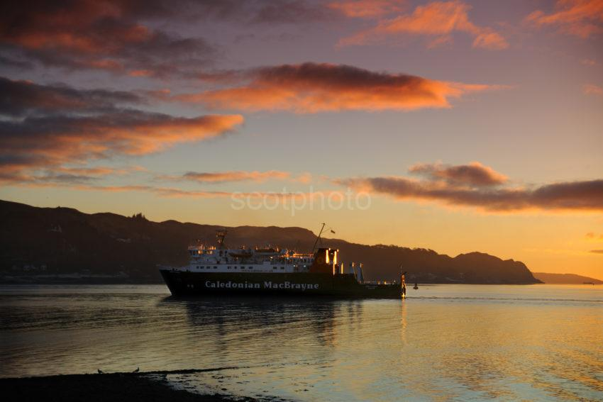 DSC 0424 LOTTI Arrives In Oban Bay At Sunset December 2010