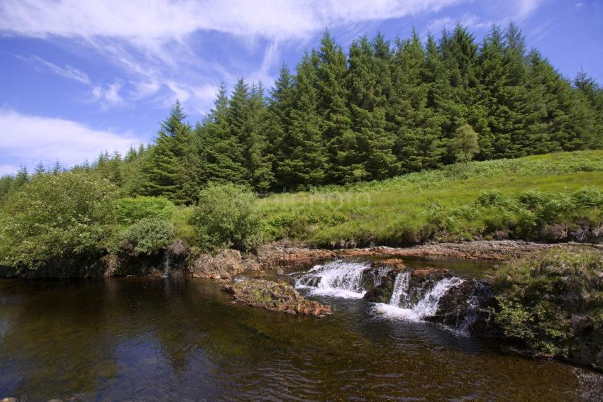 WY3Q4038 Waterfalls In Glen Leidie MUll 47mg