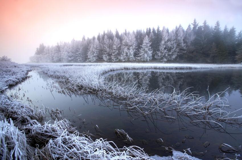 WY3Q6423 Frosty Scene On Loch Luhair Perthshire