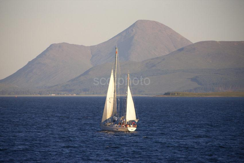 Yacht Sound Of Mull Nr Glen Forsa