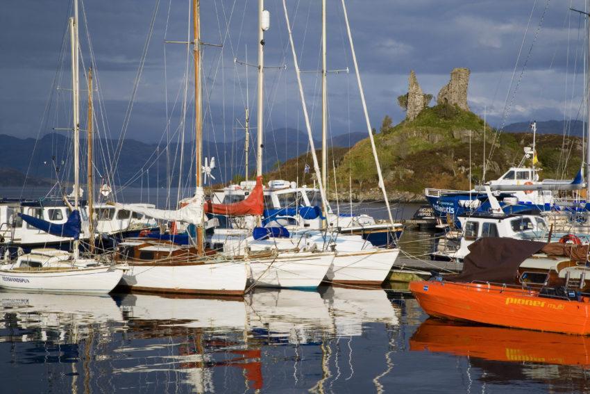 WY3Q9795 Kyleakin Harbour And Maol Castle SKYE