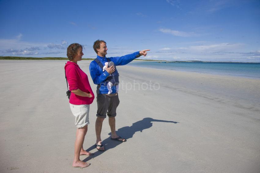 I5D7629 Couple From Sheffield Enjoy A Beach To Themselves Tiree