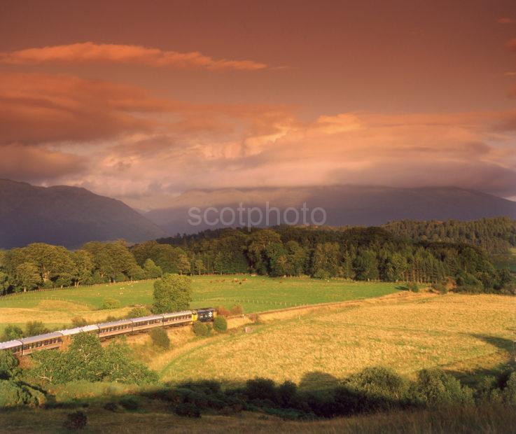 Class 37 Hauls The West Highlander Past Ben Cruachan Oban To Glasgow Evening