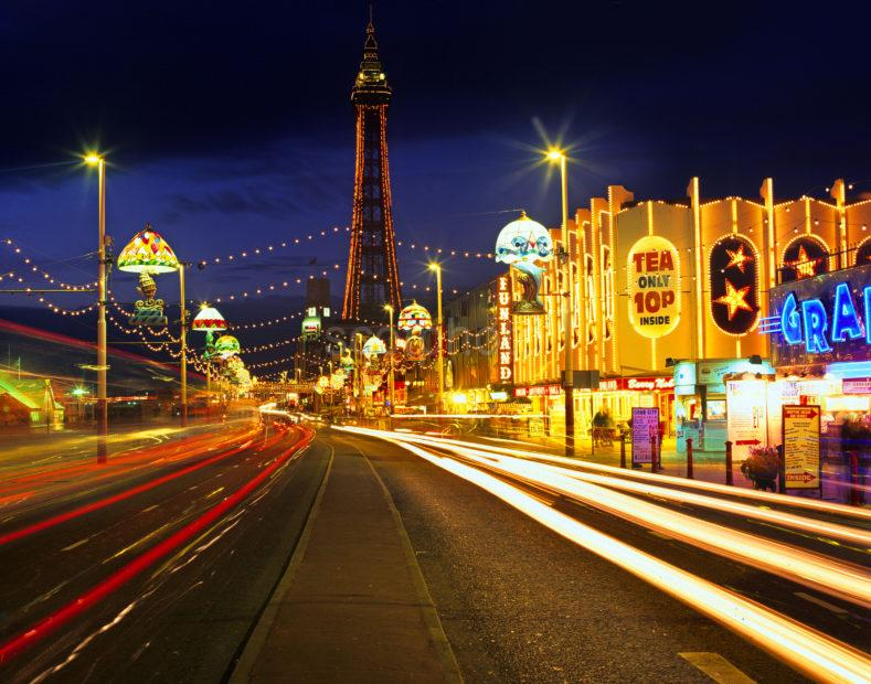 47mb B557 Blackpool Illuminations And Tower