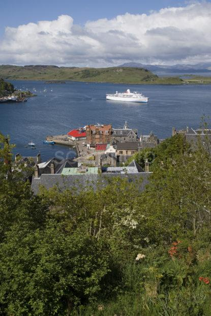 WY3Q9662 Oban Bay From MacCaigs Tower With Cruise Liner