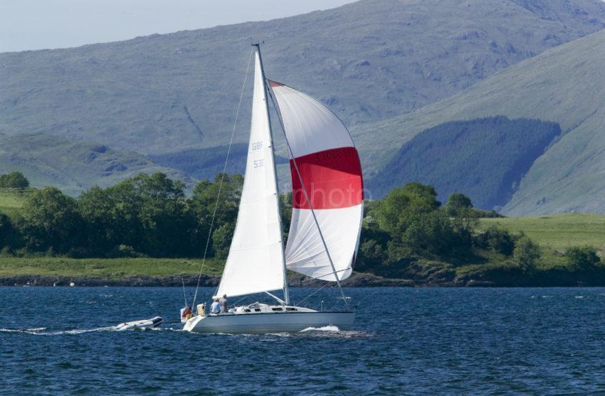 C20W0519 Yacht Passing Lismore