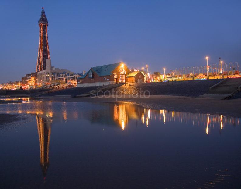 WY3Q0272 Blackpool Nightime Reflections