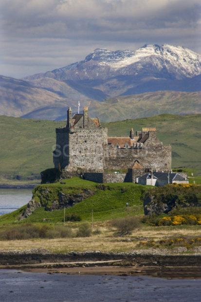 I5D4139 Dramatic View Of Duart Castle And Mainland Hills From Mull