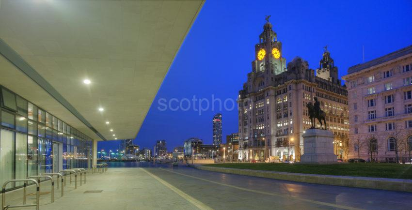 0I5D8448 THE LIVER BUILDING FROM LIVERPOOL MUSEUM PIER HEAD