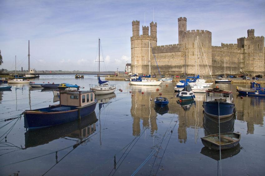 WY3Q0171 Caernarfon Castle N Wales 47MG