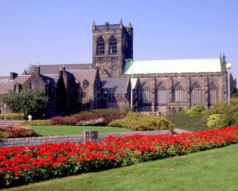 Paisley Abbey In Summer Paisley Renfrewshire
