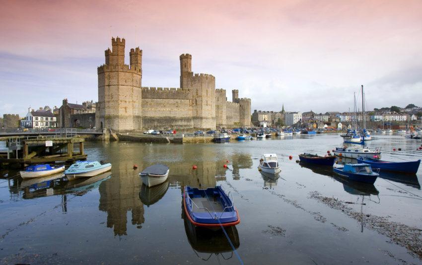 WY3Q0155 Caernarfon Castle North Wales 47MG