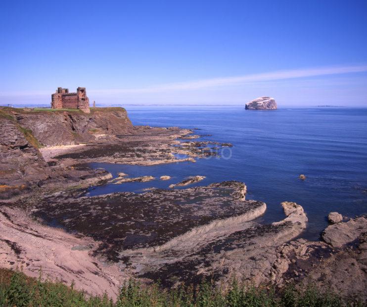 Tantallen Castle And Bass Rock East Lothian