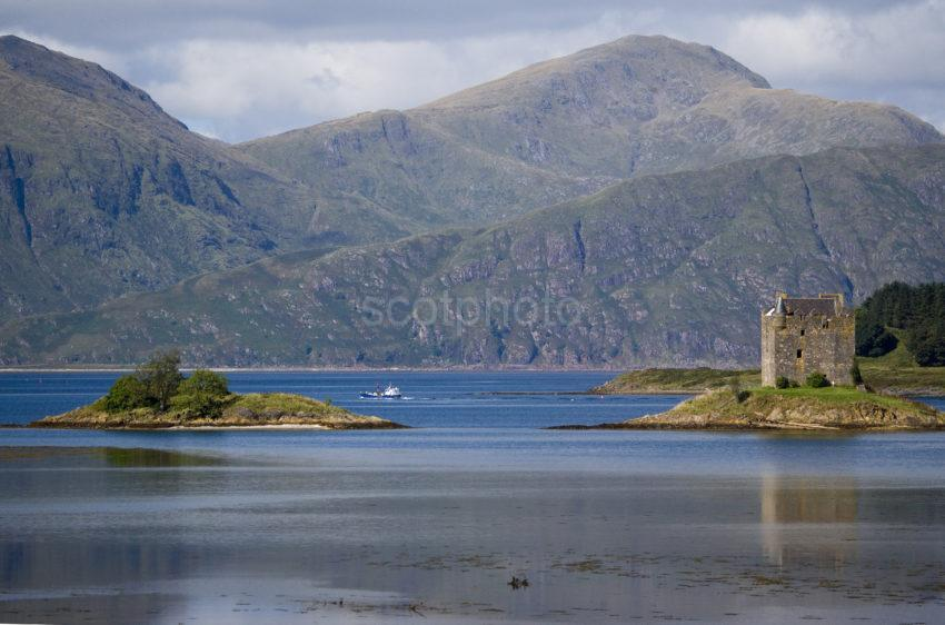 WY3Q9804 Castle Stalker 400mm With Boat