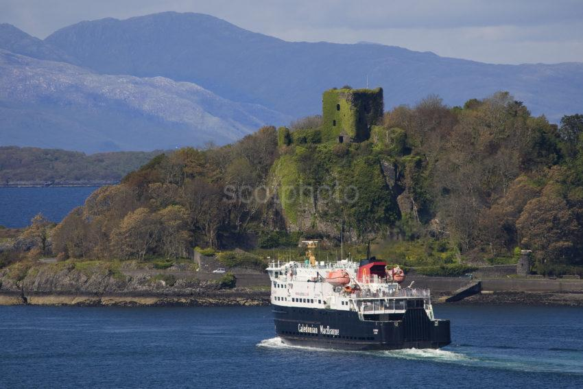 3X8G0331 Dunollie Castle And MV Clansman Departing