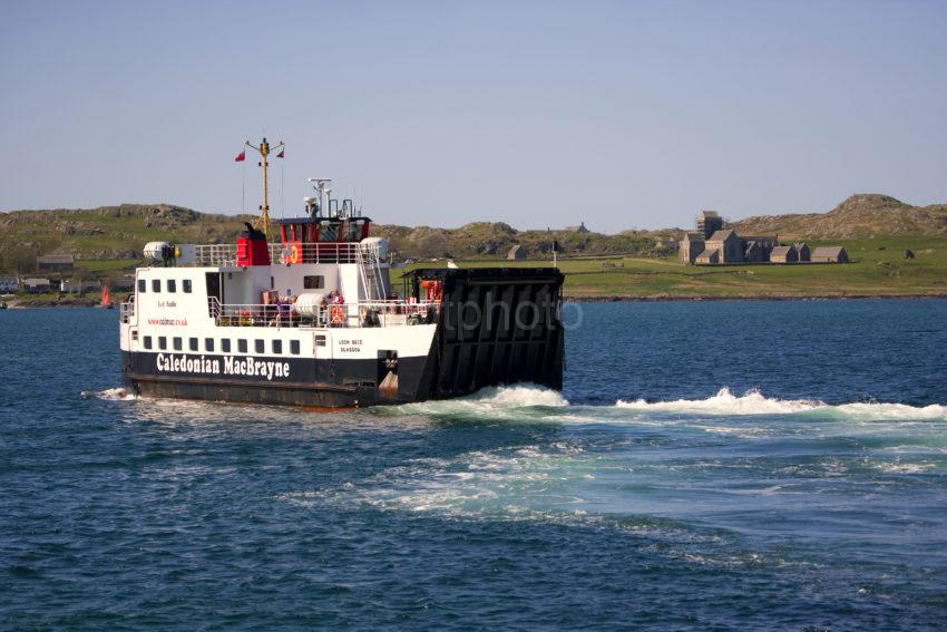 WY3Q4409 Iona Ferry Loch Buie Heads To Iona