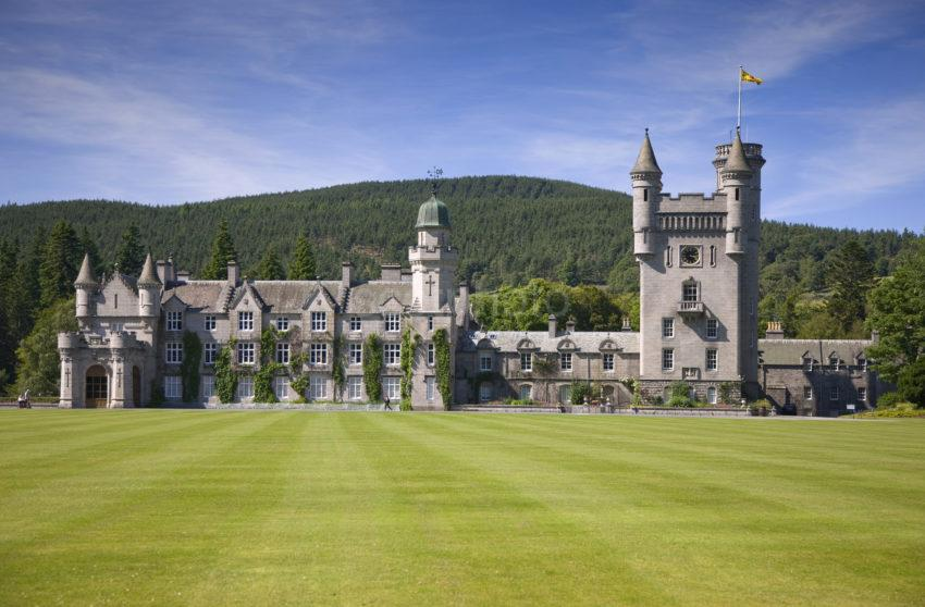 0I5D0083 BALMORAL CASTLE FROM FRONT LAWN