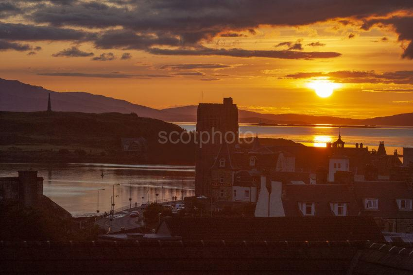 98ed74c5 1z6e6584 Oban Sunset