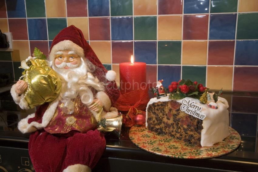 WY3Q6446 Cake And Santa