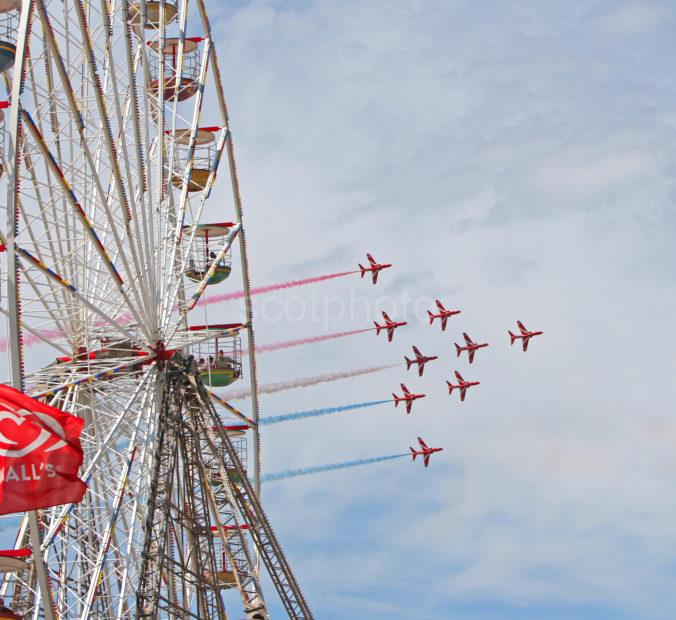 133A9682 Red Arrows Pass The Big Wheel