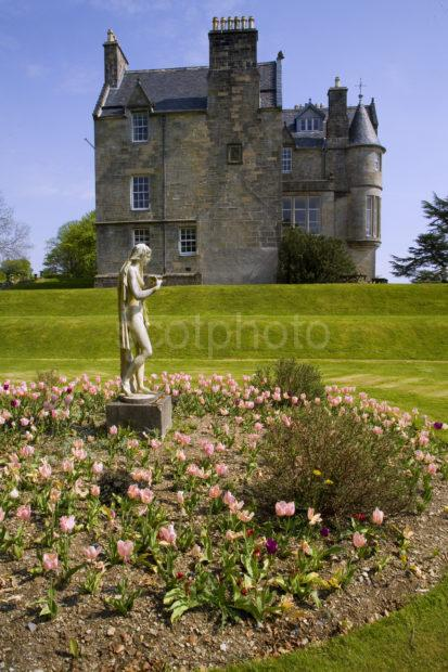 WY3Q9943 Torosay Castle Side View Tulips Islwe Of Mull