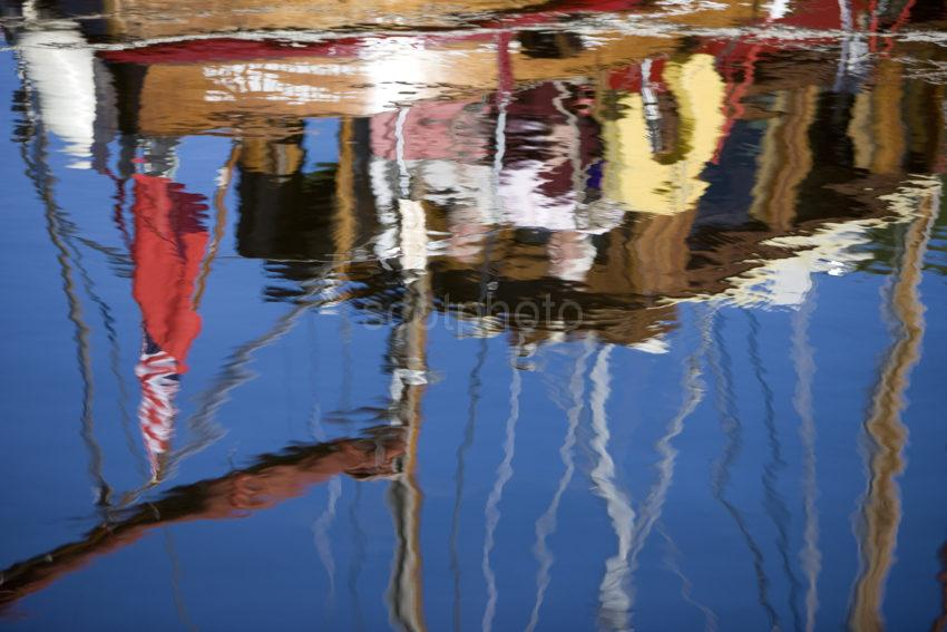 0I5D9677 Colourful Reflections Crinan Canal