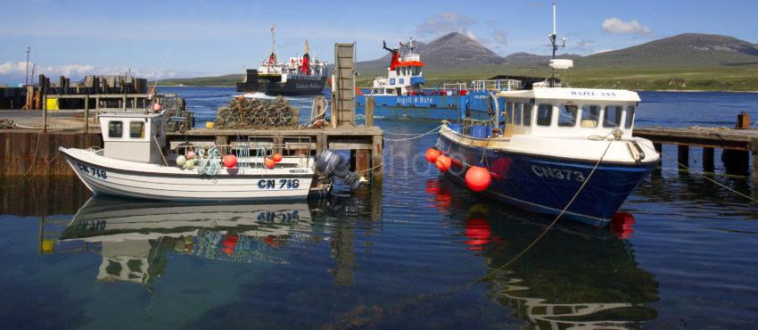 WY3Q1237 Portaskaig Harbour And Paps Of Jura Islay