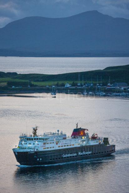D5965585 1z6e6740 Clansman Entering Oban Bay At Dusk August 2019