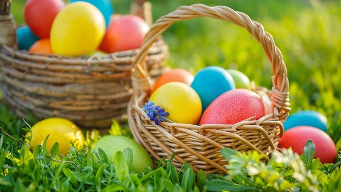 Pâques à la maison: chasse aux œufs dans le salon!