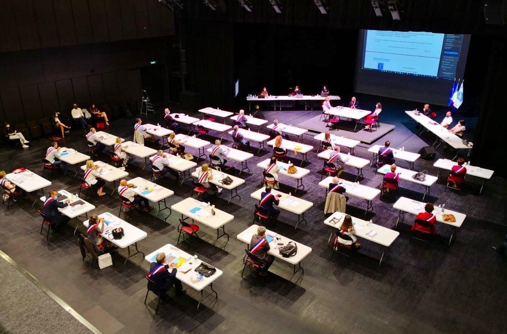 Le maire et ses 32 conseillers municipaux investis dans leurs fonctions