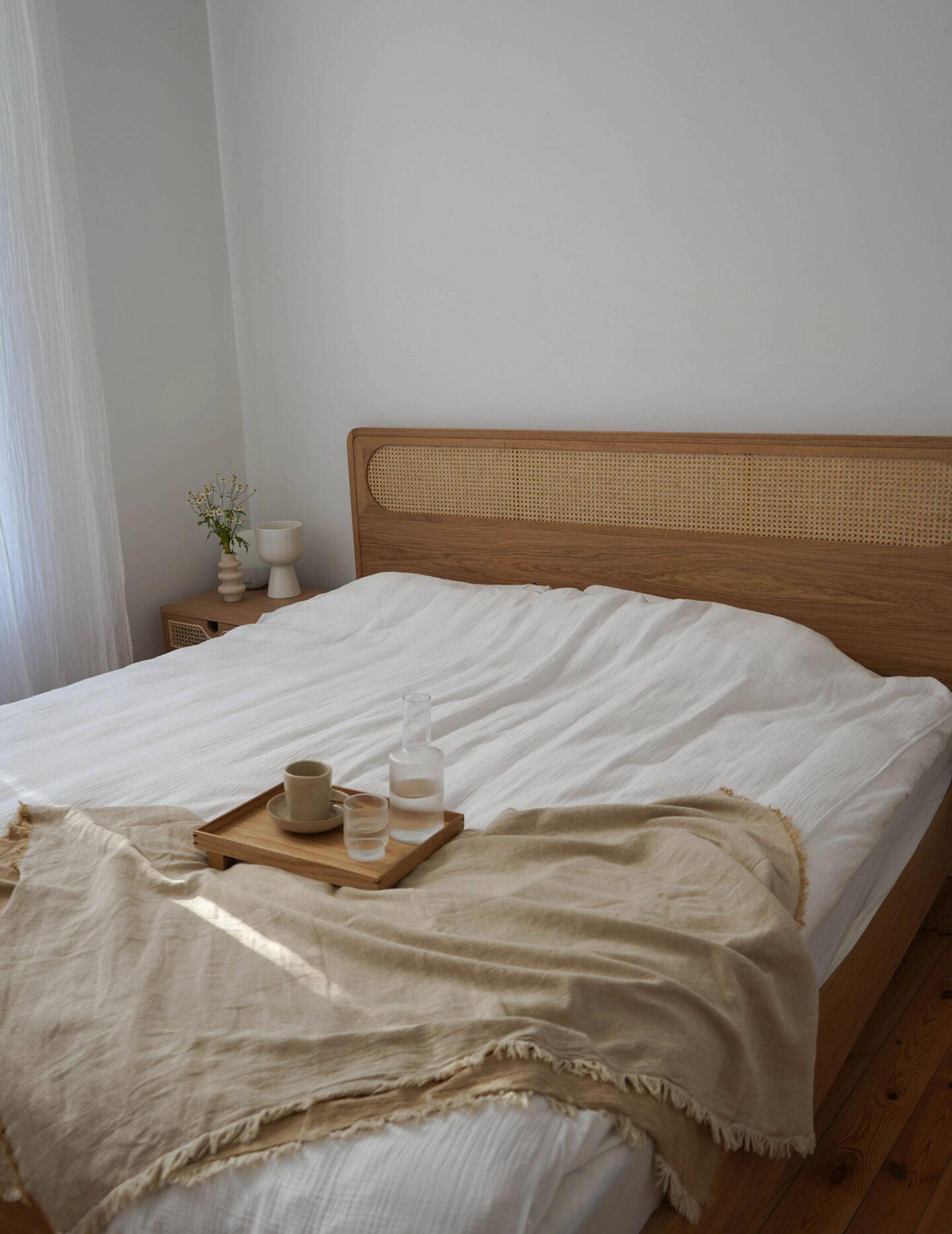 interior--scandi-bedroom-with-neutrals-wood--straw