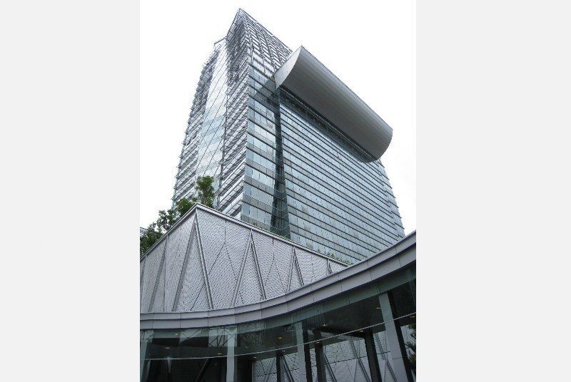 Park Ventures, the recently completed Grade-A eco office building on the corner of Wireless Road and Ploenchit with direct access to the BTS, is now achieving rents of over THB 850/square metre/month