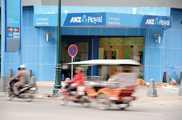 Cambodian people used banks less than any other country in the Asia-Pacific region last year in percentage terms of using financial services, recent data from the World Bank showed.