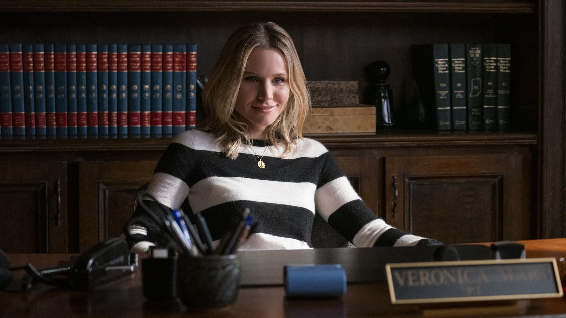 V looking stealthy in Veronica Mars Season 4.